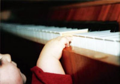 Children at the piano – musical pre-primary education